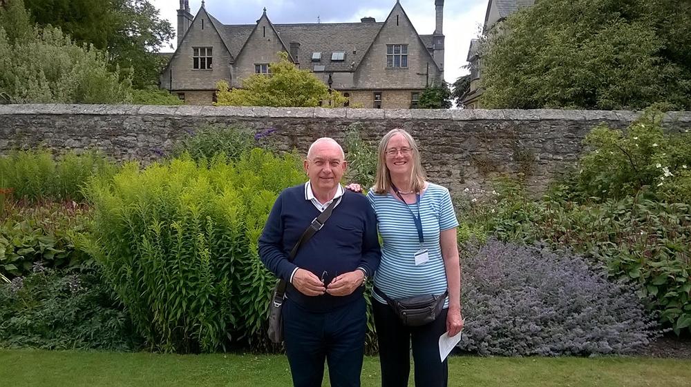 Il prof. Piero Crispiani  con Elizabeth McClelland a Oxford.
